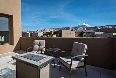 Upstairs Patio Fire Pit - The Patio Deck is a spacious area to entertain guests while enjoying the beautiful surrounding landscapes of Snow Canyon State Park