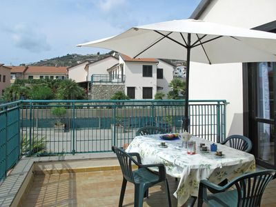 Photo for Nice apartment for 6 guests with pool, WIFI, TV and parking