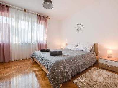Photo for Apartment Pula City Center 4+2 - private apartment in the center of Pula