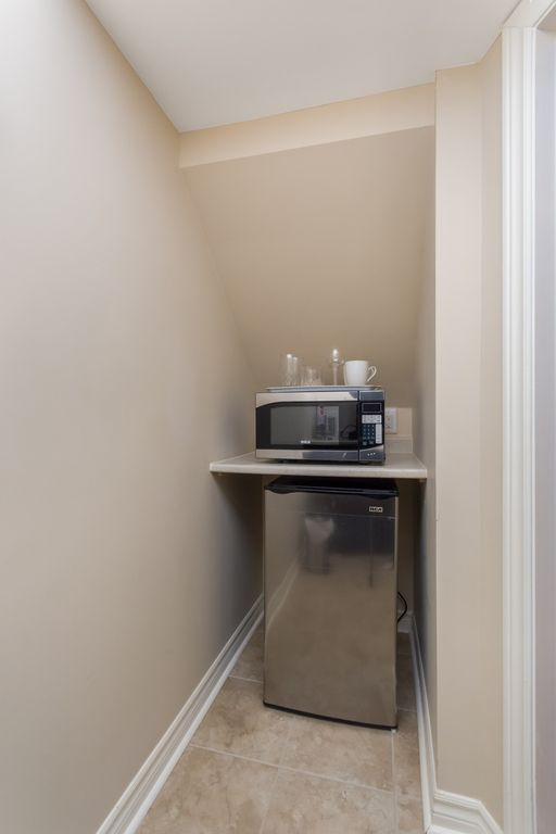 Property Image#9 Studio Basement Apartment With Private Entrance In The  Heart Of Downtown Streetsville