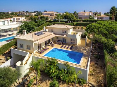 Photo for Modern villa with private swimming pool in Carvoeiro, at 1km of the beach