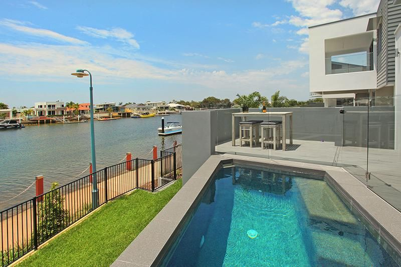 Exclusive 4 bedroom house on water - SPECIAL DEALS!