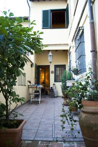 Photo for Townhouse with private courtyard in Santa Croce.