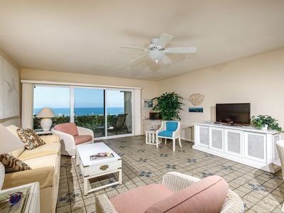 Slow M'ocean-Captivating Oceanfront Condo Next to Pool
