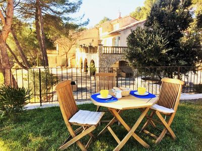 Photo for Between Aix-en-Provence and Luberon farmhouse of 260m2 on 2 ha bio pool with jacuzzi