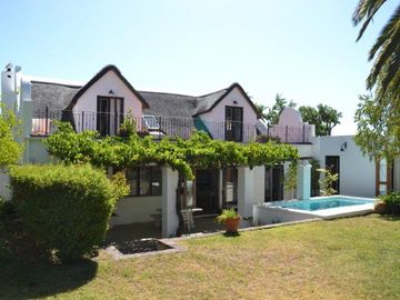 La Petite France: luxury Thatched 4 Bedrooms 225 m² Cottage With Pool And Wifi