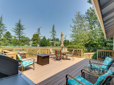 Photo for Mac Haven home w/ a furnished deck & firepit - near downtown/wineries!