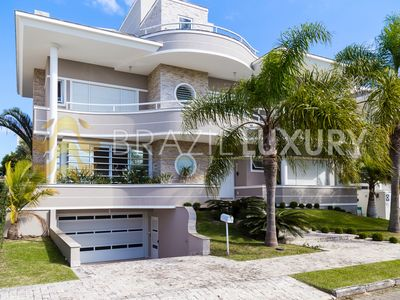 Photo for Perfectly positioned and few steps from the golden beach of Jurerê Internacional