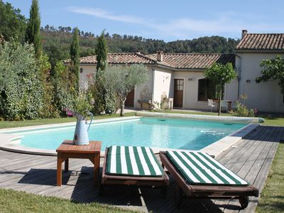 Photo for Beautiful Provencal villa with beautiful pool for rent between the vineyards