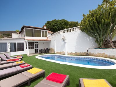 Photo for Tranquil 7 bedroom villa with private heated pool
