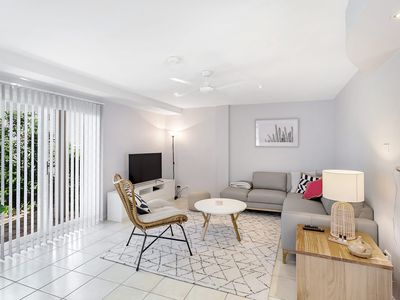 Photo for Inviting Townhouse In Boutique Complex