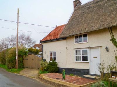 Photo for Hunnypot Cottage, PULHAM MARKET