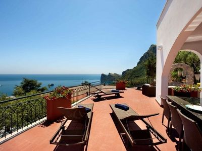 Photo for 4 bedroom Villa, sleeps 10 in Sirenuse with Pool, Air Con and WiFi