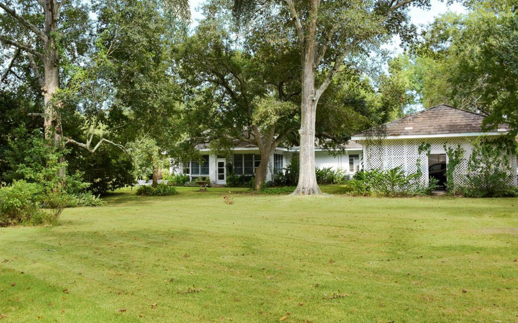 the real louisiana in this beautiful large family home on the