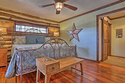 This historic hideaway has all the comforts of home and a classic Texas feel!