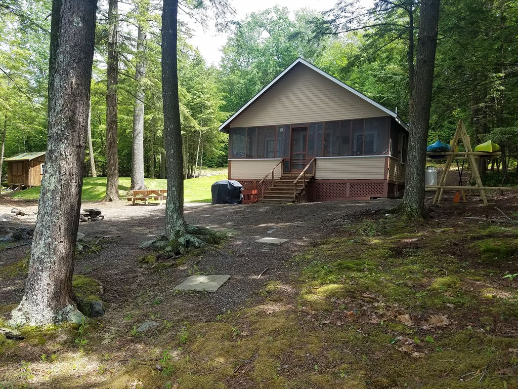 rent in rustic cabin for states rooms pond united maine on woods bridgton cabins