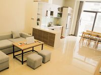 I stayed with my cat Pablo in Jamie's beautiful 2 BR, 2 Ba apt in Trang An Complex, Hanoi. Although