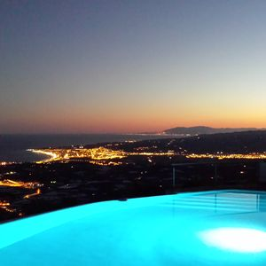 Photo for Charming luxury villa with infinity pool, stunning views of bay and mountains
