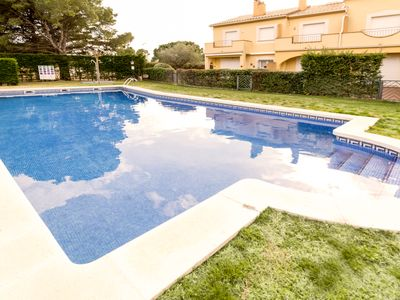 Photo for House with communal pool and parking 750m from the beach