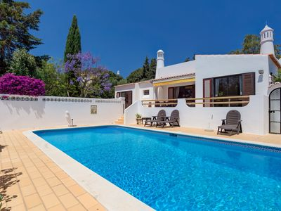Photo for Fabulous 3 bed villa in walking distance of Carvoeiro with private heated pool