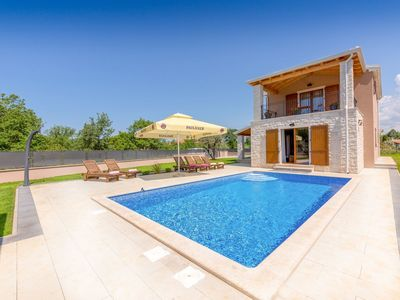 Photo for Ideal location, villa with private pool at only 2.5 km from the center of Porec