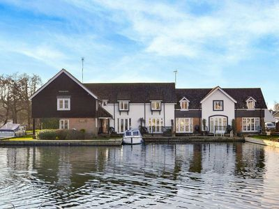 Photo for 2 bedroom property in Wroxham.