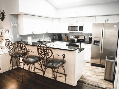 Beautiful, Recently Remodeled Condo 1.5 Blocks from Beach Street USA!
