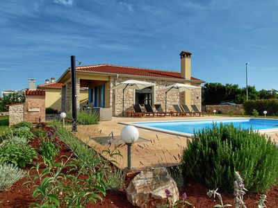 Photo for Nice villa with pool on the outskirts of the medieval town Bale for 6