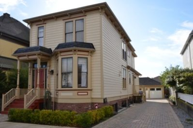 Completely renovated Heritage Home; 2nd floor Suite; Manicured gardens