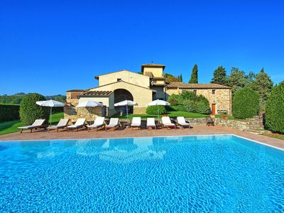 Photo for Apartment with WIFI, pool, TV, pets allowed, panoramic view, parking, close to Greve In Chianti