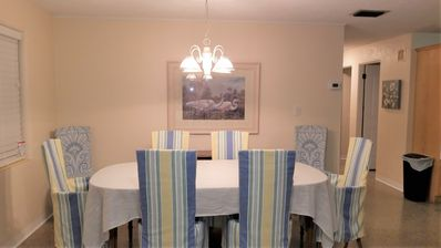 Nice size dining table with extra leafs for seating for 8