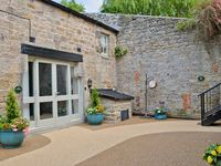 Lovely little holiday home for 2 in the pretty village of Corbridge which has a great range of inns,
