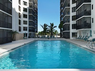 Photo for Great 2nd floor unit at Island Winds! Click for reviews! Free WIFI, Central AC, Onsite Parking, Full-Size Washer and Dryer in Unit!