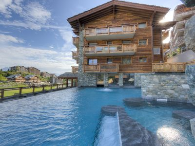 Photo for Luxury 8 people, spa access, very close to the slopes, no car possible