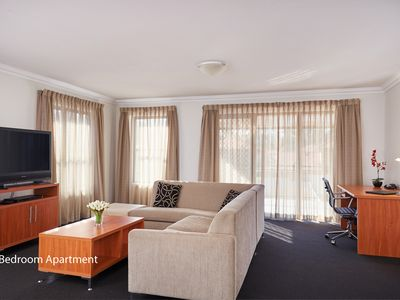 Photo for Luxurious One Bedroom Apartment - Free Wifi & Parking