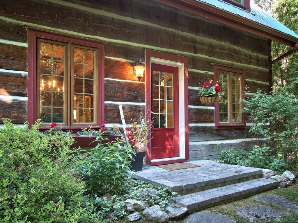 Authentic log cabin in the heart of the blu vrbo for Log cabin montagne blu