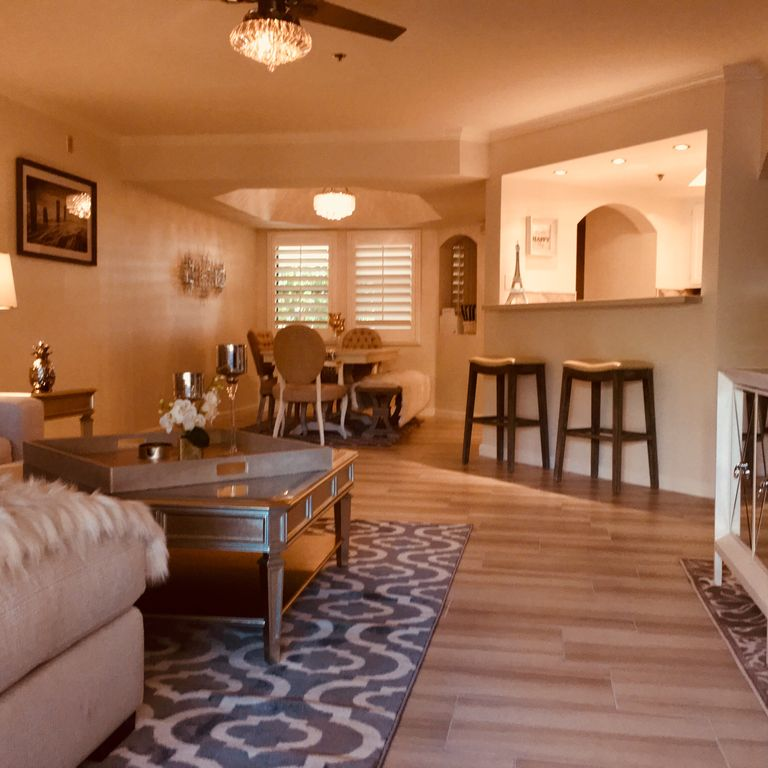 Condo Renting: BEAUTIFUL NEWLY REMODELED RESORT STYLE COND...