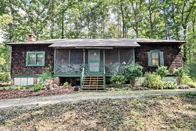 Let this cozy cottage serve as the foundation for your next Brevard holiday!