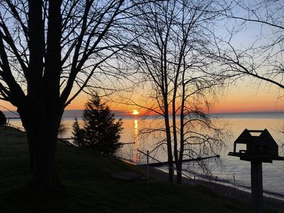 Beautiful 3 BR ranch house waterfront on Lake Erie