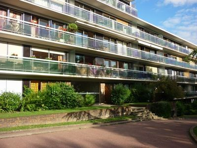 Photo for Apartment av terrace in Fontenay WOOD