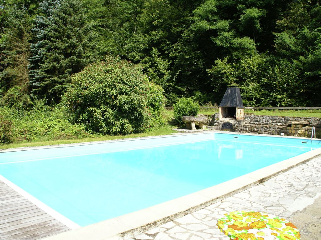 Detached Holiday Home With Private Swimming Pool And Large Garden In Moulin Engilbert Moulins
