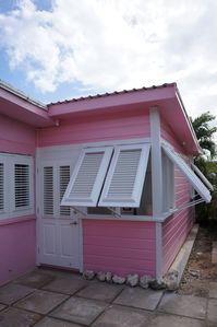 PINK COTTAGE - CHATTEL STYLE - BUILD 2015 - GREAT LOCATION ON THE WEST COAST