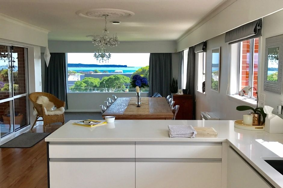 Entertain in classic style and soak up the views
