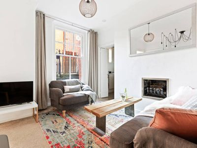 Photo for Charming 2Bed Flat, Westminster, 5min to Station