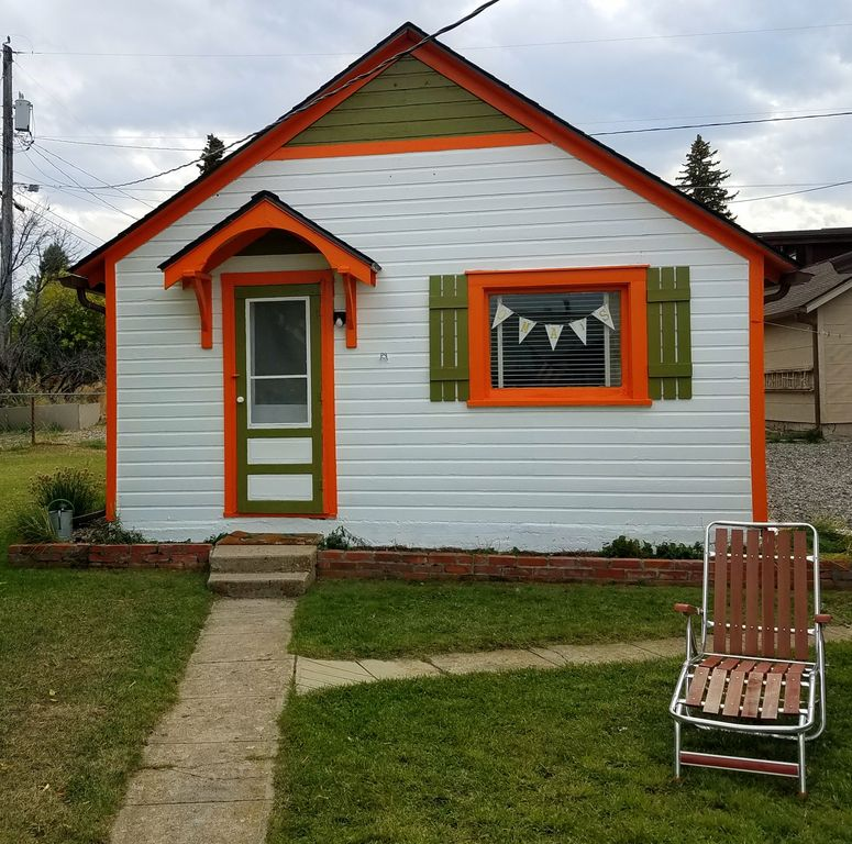 Cozy Modern Apartment Close To Town Walk Everywhere This: Oma's Cottage With Infrared Sauna In Red Lodge Montana