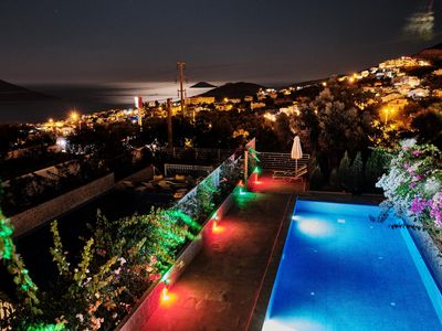 Photo for Luxury 3 Bed ensuite Duplex Apartment - Private Infinity Pool