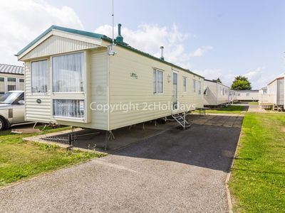 Photo for 8 berth static caravan for hire at Seawick holiday park in Essex. ref 27421