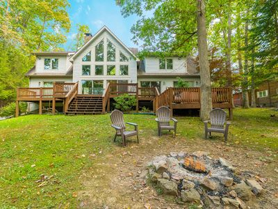 Lakefront Home w/Private Dock, 4 Master Suites & Hot Tub!