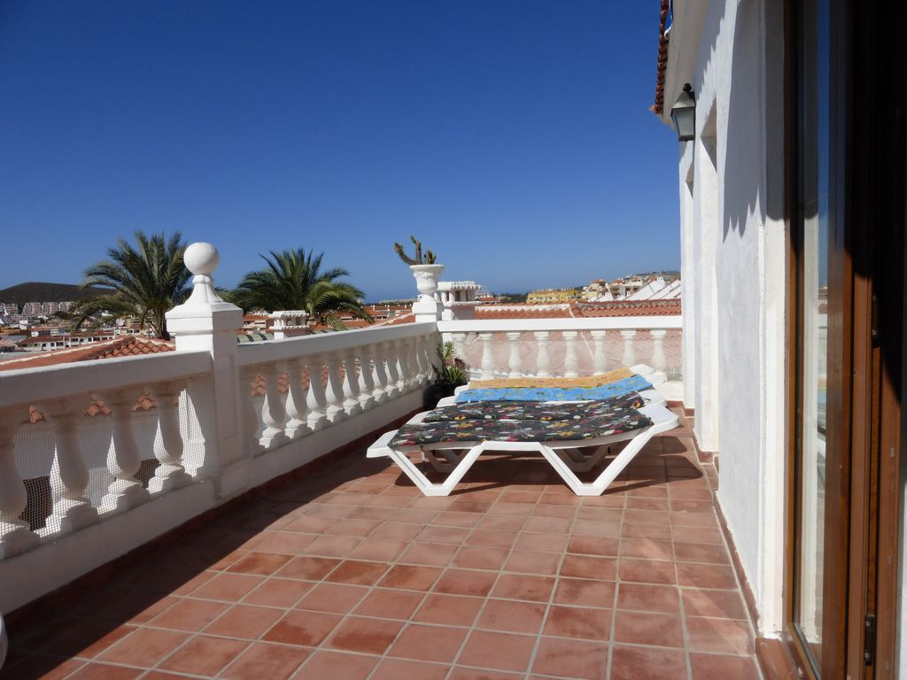 Beautiful 2 Bedroom Apartment In Royal Palm With Stunning Sea Mountain Views Los Cristianos