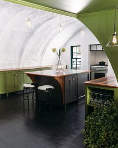 Chefs Kitchen has hosted many a dinner parties :)